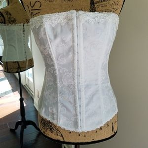 FREDERICK'S OF HOLLYWOOD LACE UP CORSET